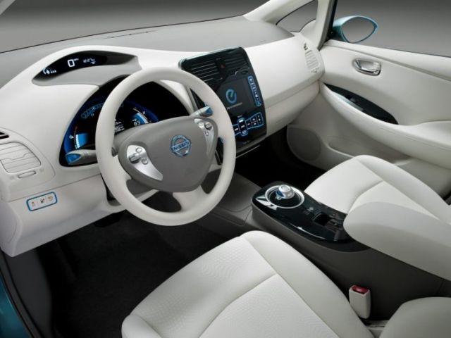 2020-Nissan-Leaf-interior