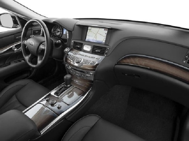 InfinitiQ70L Interior